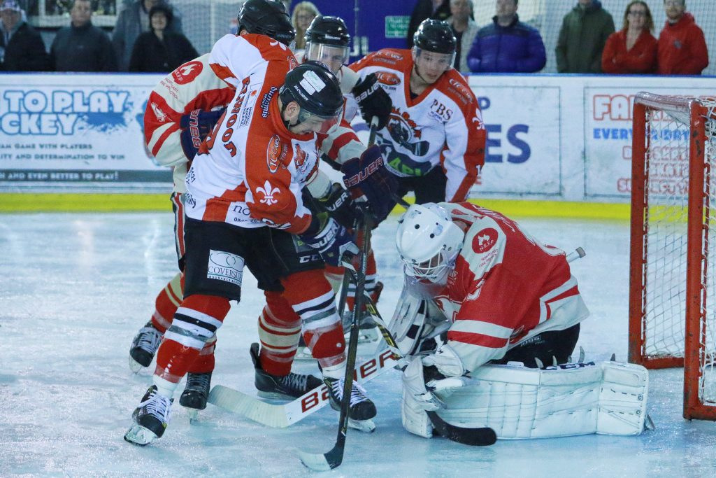 Ryan Selwood looks for the loose puck (Steve Crampton)