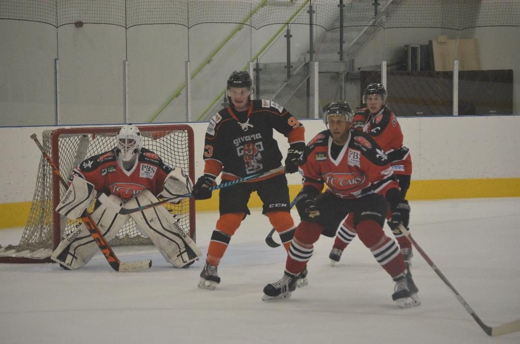 The Barons net saw a lot of rubber directed its way on Sunday evening (J&K Davies)