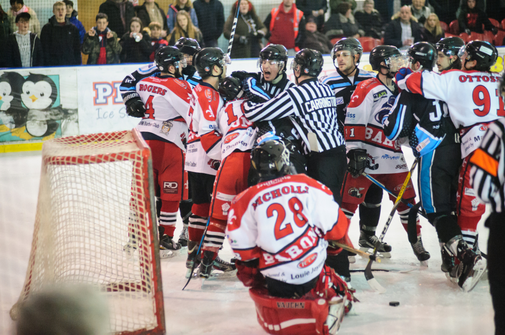 Things got tense in the final period as the Sharks pushed for the equaliser (Mike Burrowes)